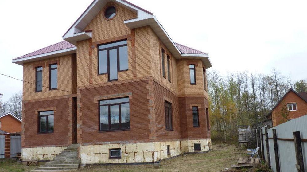 Кирпичный монолитный дом