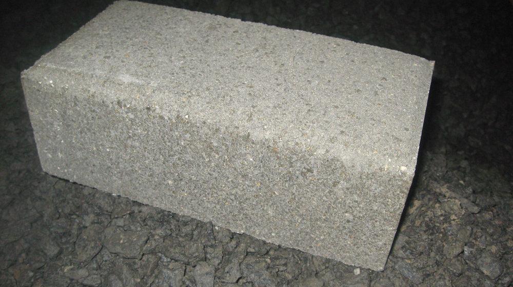 Полнотелый бетонный кирпич