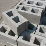 Пустотелый бетонный кирпич