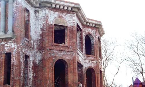 Высолы на кирпичных зданиях